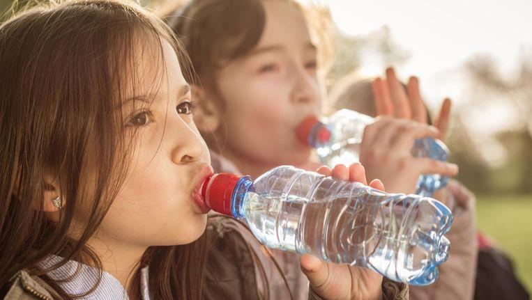 Geen cola, energiedrank of limonade meer. Kinderen op basisschool Don Sarto in Tilburg alleen nog maar water drinken op school.