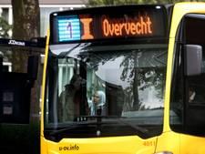Meer reizigers in bus en tram