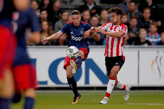 Mees de Wit (links) in het shirt van Ajax.