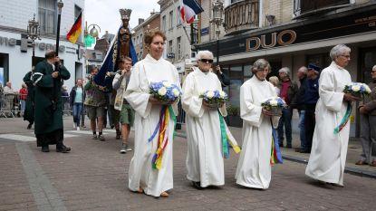 """""""Jongeren warm maken voor processie"""""""