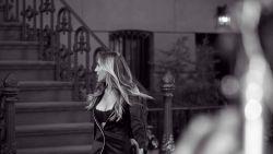 Sarah Jessica Parker schittert in nieuwe campagne Intimissimi