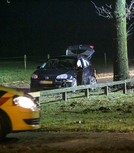 Auto van de weg bij Rhenen, inzittende ernstig gewond