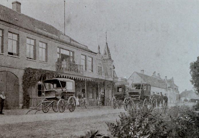 De Kapelstraat in Heeze anno 1900