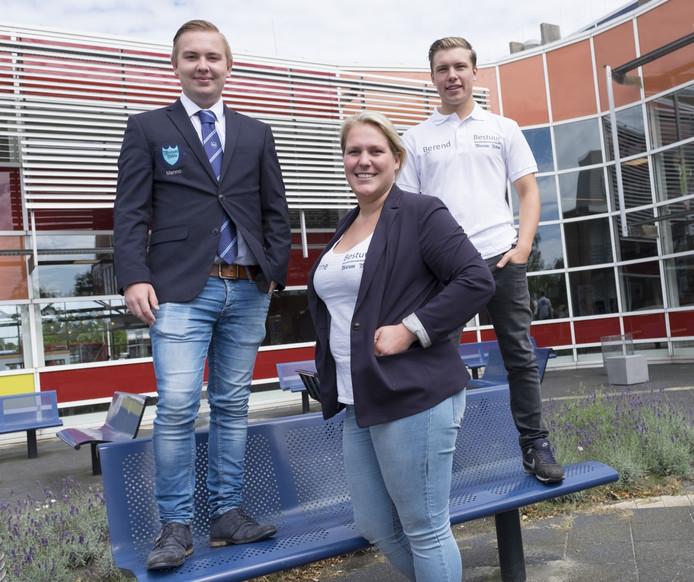 De HZ-studenten Menno Janzen, Sanne van Nes en Berend van der Meer (vlnr) hebben veel zin in de introductiedagen van hun vereniging.