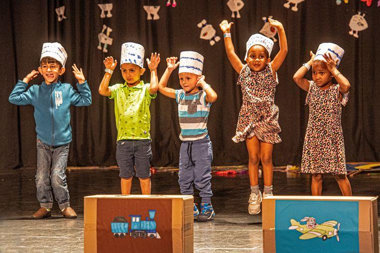 De kinderen gingen uit de bol op het podium.