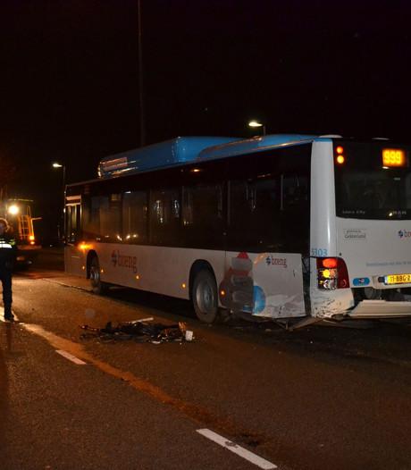 Auto botst op lijnbus met passagiers