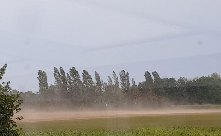 In Neeroeteren stormde het kort maar hevig.