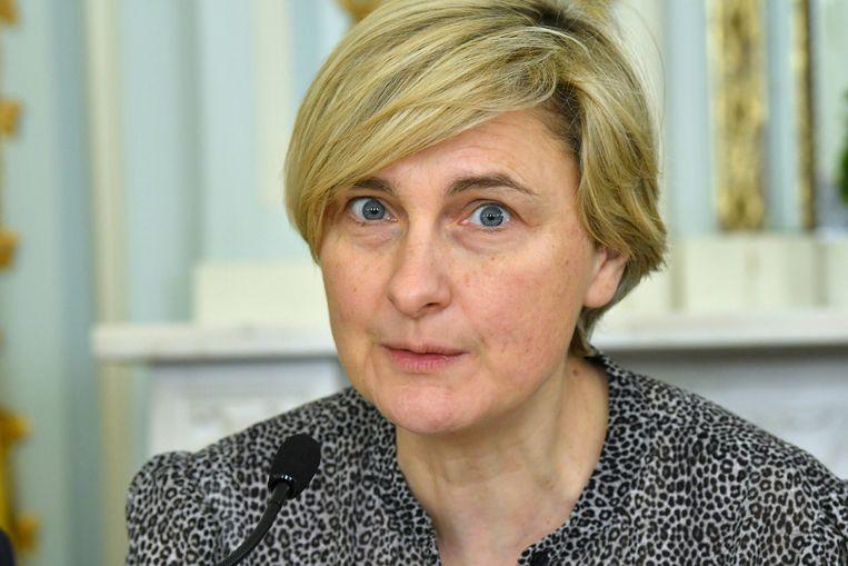 ACV en ABVV vragen Vlaams minister van Werk Hilde Crevits om snel duidelijkheid te verschaffen.