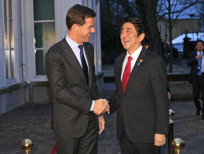 Mark Rutte de Japanse minister president Shinzo Abe tijdens een eerdere ontmoeting