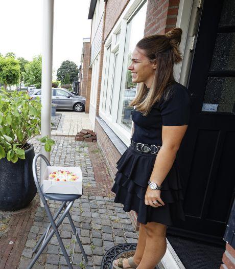 Niet alleen Britt (17) is apetrots op haar allereerste diploma, ook de school voor praktijkonderwijs De Rijzert: 'Deze leerlingen horen er nu echt bij'