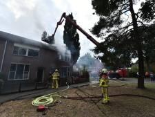 Brand maakt hoekwoning Vaassen onbewoonbaar, waterschade bij de buren