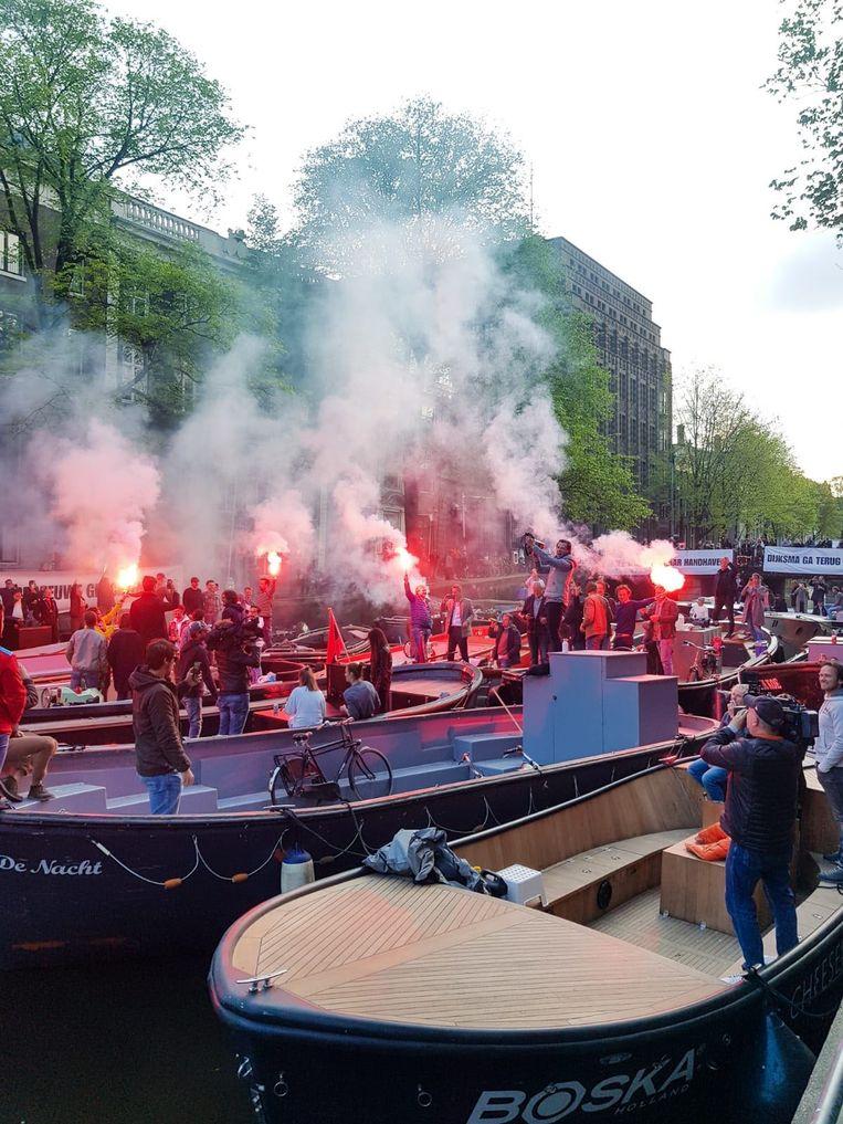 Demonstranten met fakkels blokkeren de Herengracht Beeld Jelle Feenstra