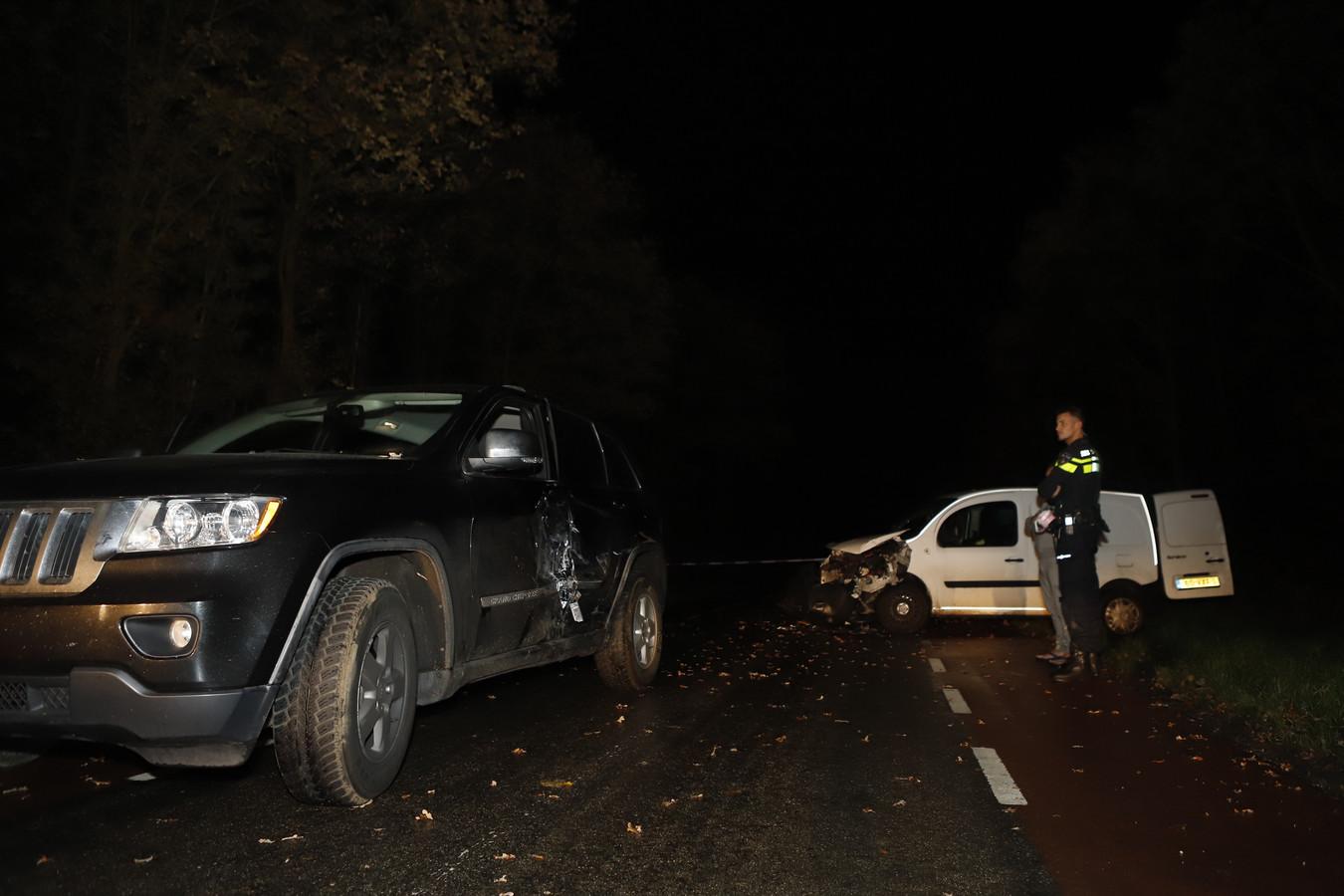 De situatie op de Blankenbergseweg bij Heumen na de aanrijding.