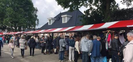 Klokslag negen uur begint de verkoop bij de rommelmarkt in Bruchem