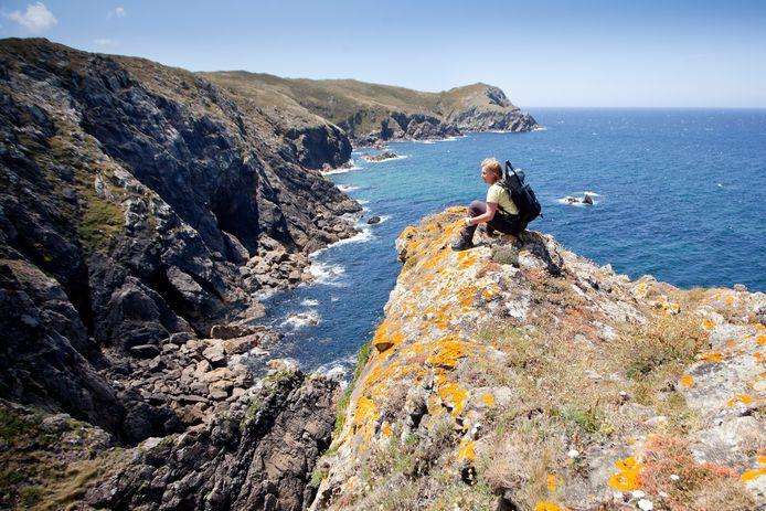 Op het 'Vuurtorenpad' geniet Nanda volop van het zicht op de Atlantische Oceaan.