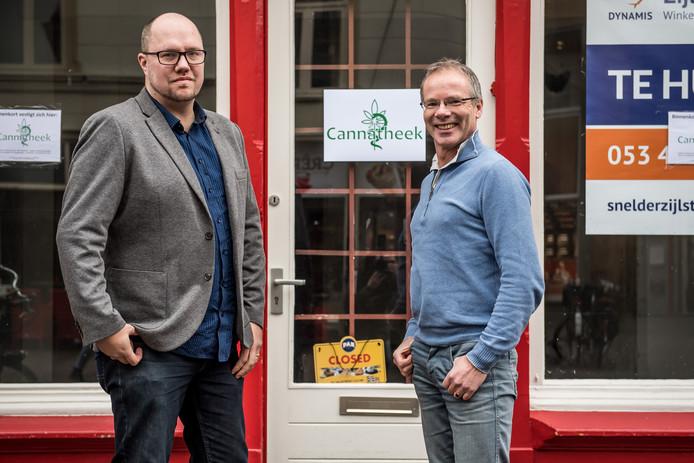 Remo Nijenhuis(links)  van CannaOil en Artie de Lange van Hennep Totaal beginnen in het pand aan de Heurne een winkel waar ze medicinale cannabis verkoren, advies geven en testen verrichten.