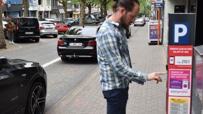 """""""Nieuwe parkeerautomaten zorgen voor tariefverhoging en zijn weinig gebruiksvriendelijk"""""""