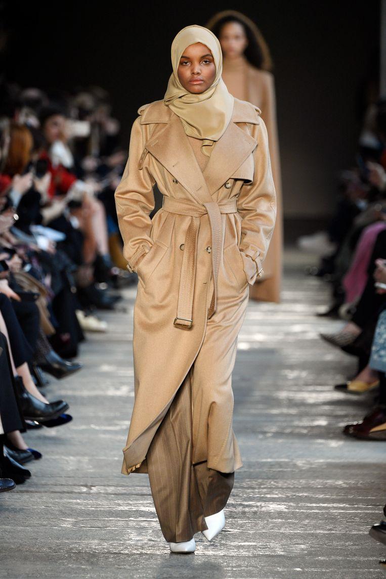 Modest fashion van Max Mara.  Beeld Getty