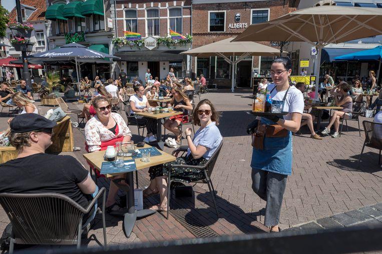 Op 1 juni mochten de terrassen weer open, zoals in Amersfoort.  Beeld Werry Crone