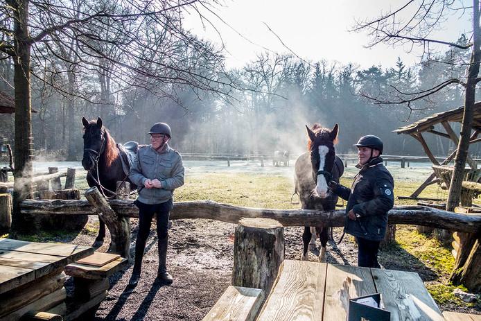 Bij herberg In den Bockenreyder kwamen al vroeg ruiters met hun dampende paarden op de koffie.