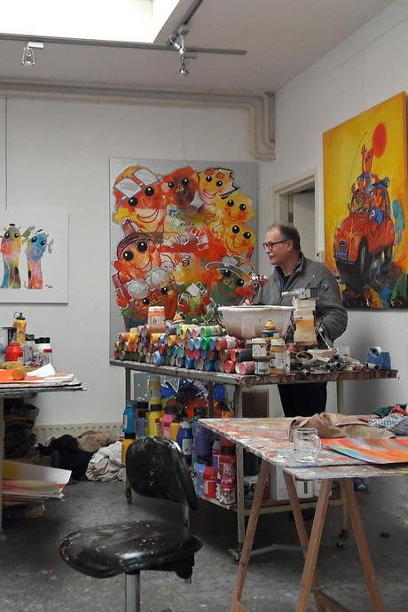 VIDEO: Boxtelse kunstenaar Ad Verstijnen (70) schildert nog 365 dagen per jaar