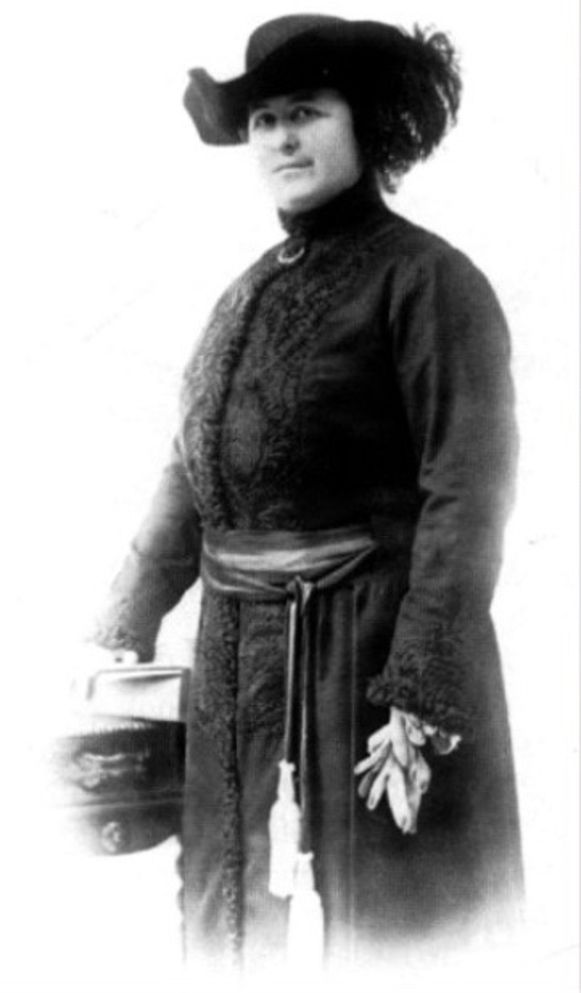 Léonie Keingiaert de Gheluvelt werd vaak afgebeeld met een hoed.