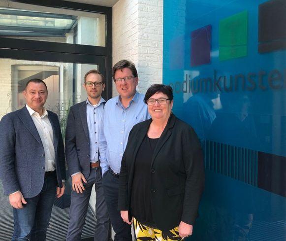 Schepenen van Kunstonderwijs Wim Bergé en Hilde Holsbeeks, samen met de directeur van ART Kilian Mineur en burgemeester Peter Reekmans.