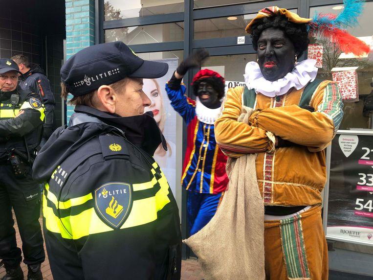 Pegida-voorman Edwin Wagensveld, uitgedost als Zwarte Piet. Beeld Raymond Rutting / de Volkskrant