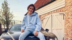 Nog te jong voor een rijbewijs, maar nu al een eigenaar van een peperdure wagen: zoon van Ilse Demeulemeester beleeft topverjaardag