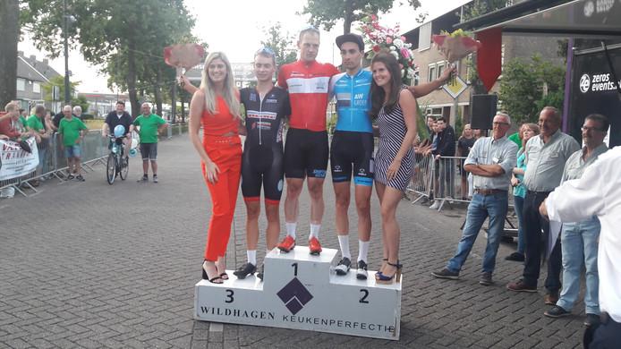De prijsuitreiking van de Ronde van Prinsenbeek.