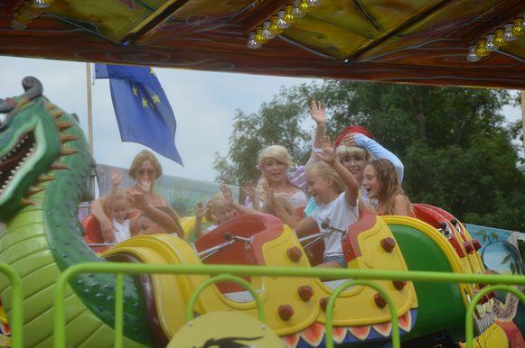 Een dolle rit met de prinsessen op het Dragon-treintje.