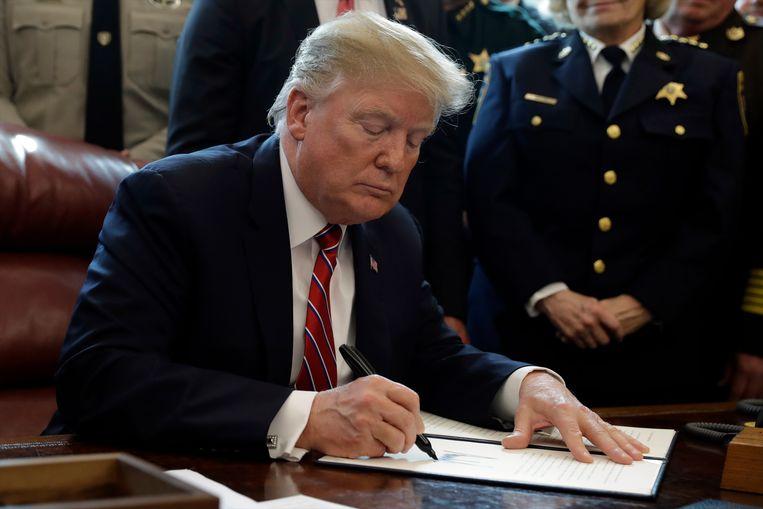 De Amerikaanse president Donald Trump maakte 15 maart voor het eerst gebruik van zijn vetorecht om de grensmuur tussen de VS en Mexico te kunnen financieren.