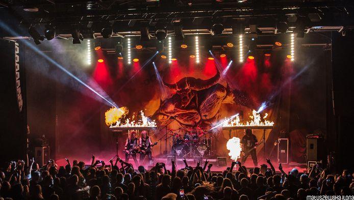 Een eerder optreden van death metal band Vader, toen het publiek nog mocht staan.