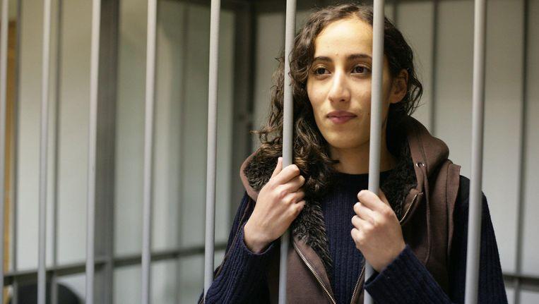Ook de Nederlandse Greenpeace-activisten Faiza Oulahsen en Mannes Ubels worden door Rusland verdacht van piraterij. Beeld EPA