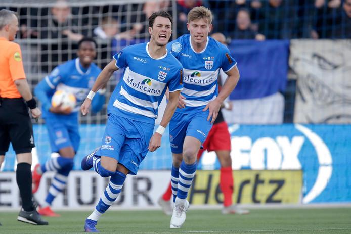 Goed nieuws voor Thomas Lam: Na meerdere teleurstellende diagnoses mag de verdediger van PEC Zwolle na vier maanden het veld weer op.