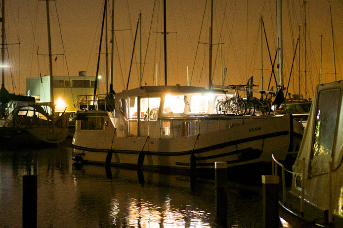 Boten in de jachthaven van Watersportvereniging Braassemermeer in Roelofarendsveen, archieffoto ter illustratie.