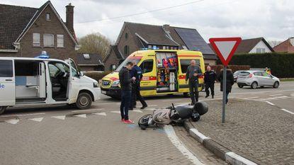 Bromfietser gewond na botsing