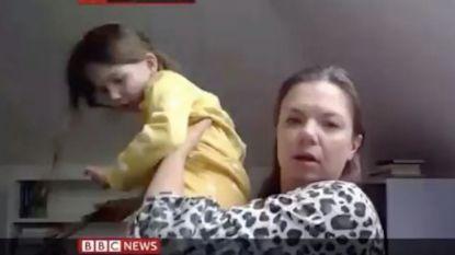 """""""Mams, hoe heet hij?"""": dochter steelt show tijdens interview met expert op BBC"""
