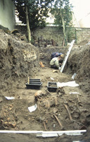 In 2002-2003 is archeologisch onderzoek uitgevoerd naast de Rochuskapel op het hofje van Armen de Poth. Hier bevond zich ook het Pesthuis