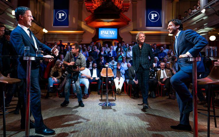 Premier Mark Rutte, presentator Jeroen Pauw en FvD-leider Thierry Baudet voorafgaand aan het debat. Beeld