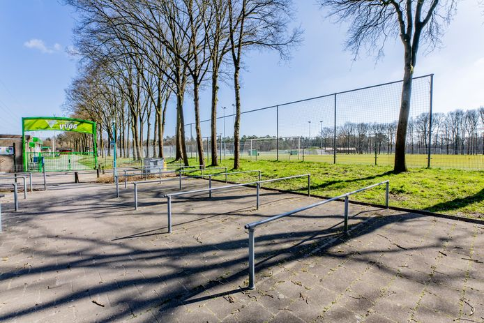 Het sportpark in Harderwijk is een van de redenen waarom Ajacied Chavez Uitenwerf komend seizoen bij VVOG komt voetballen.
