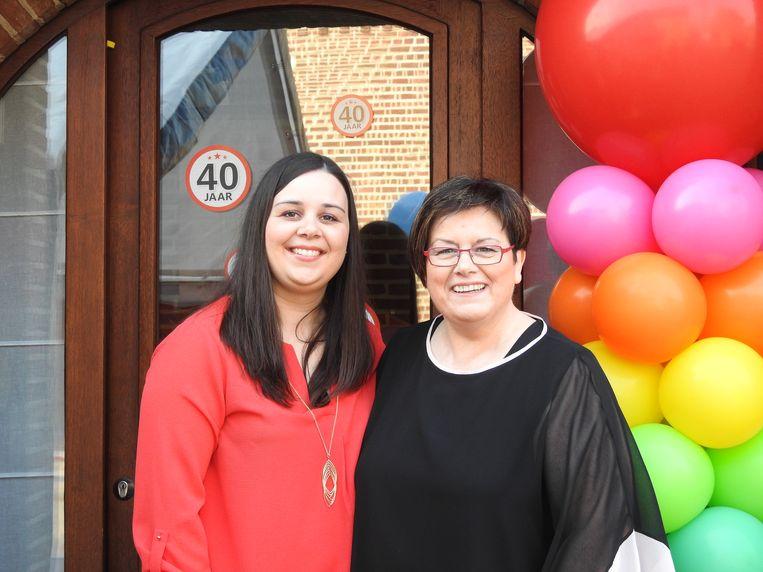 Cara en Bernadette vieren 40 jaar schoonheidssalon Elegantia.