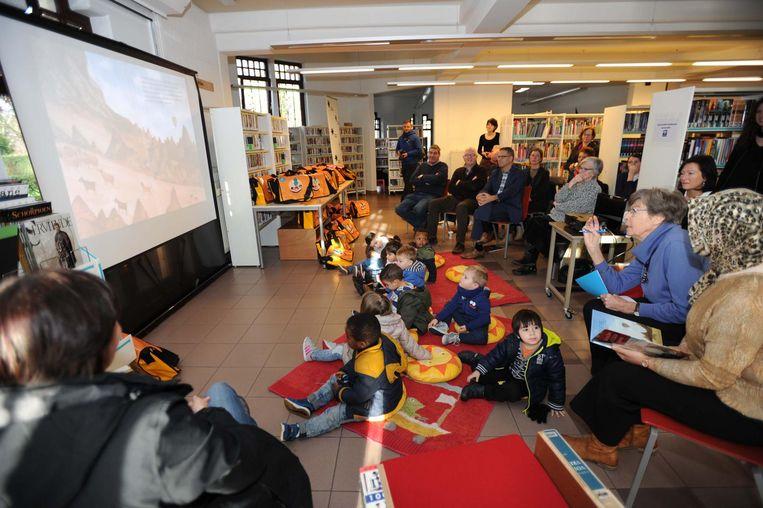 Bij de voorstelling van het project in de bib was er een voorleesmomentTurks-Nederlands voor de peutertjes van de basisschool.