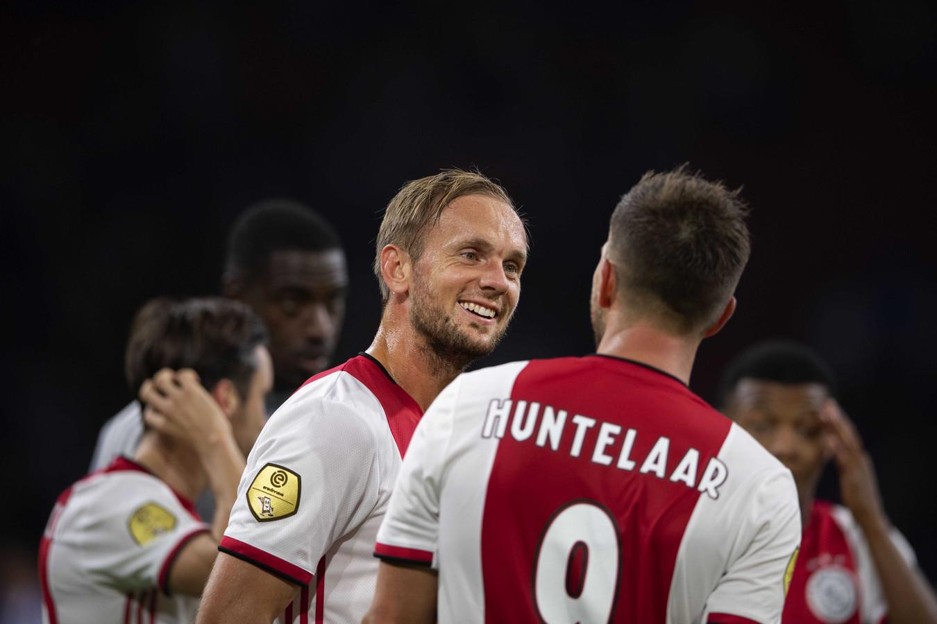 Siem de Jong met Klaas Jan Huntelaar.