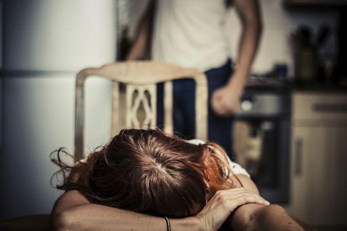 Vanwege de regels van verplicht thuisblijven is de verwachting dat vrouwen eerder slachtoffer worden van huiselijk geweld.