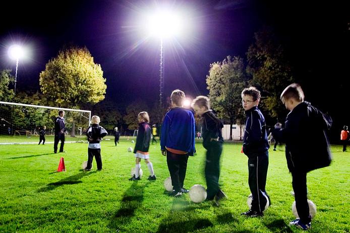 Het trainen van jeugdvoetballertjes is één van de vele en onmisbare vormen van vrijwilligerswerk. De gemeente Hellendoorn  houdt in maart een waarderingsavond voor deze mensen.