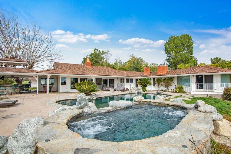 Bij de villa hoort natuurlijk ook een zwembad.