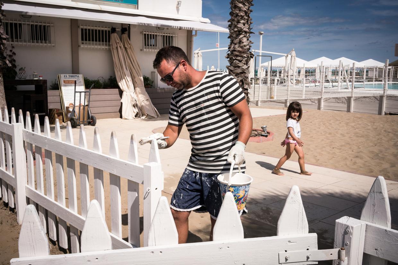 Strandwacht Andrea Bedina uit de luxebadplaats Riccione heeft op Lega gestemd, omdat die opkomt 'voor mensen die willen werken'.