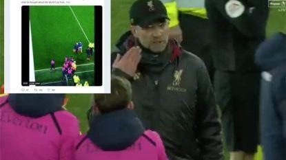 Kwade Klopp stapt op ballenjongen van Everton af die hem sarcastisch applaus geeft