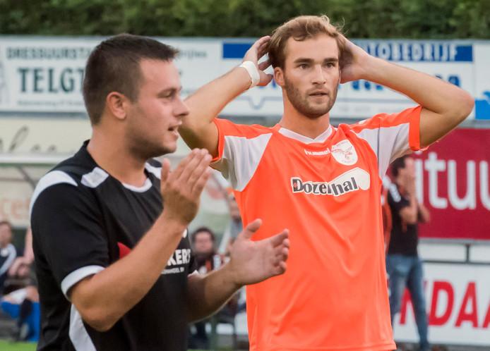 Na twee jaar afwezigheid en een reis naar Zuid-Amerika draagt Dennis Folkers (rechts) het shirt van FC Horst weer.